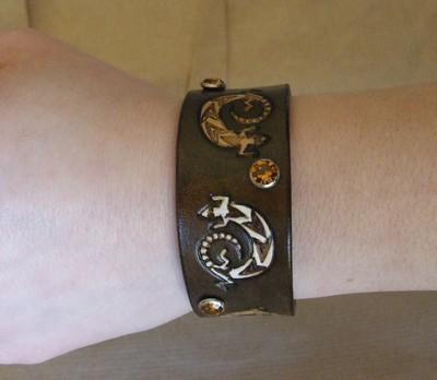 bracelet marron foncé antique lézards rivets ambre