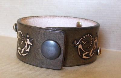 bracelet marron foncé antique rivets ambre 4