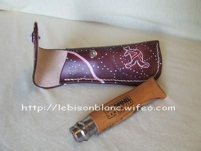 étui cuir pleine fleur pour couteau opinel teinté acajou décor aborigène kangourou personnalisable