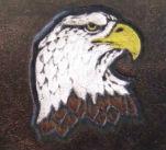 tête d`aigle peinte à la main sur cuir végétal gravé