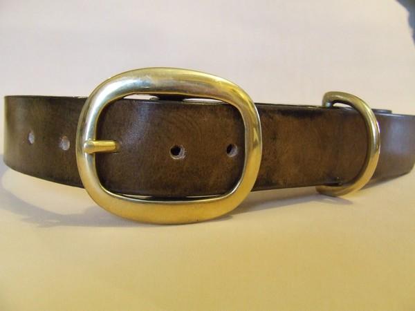 collier chien labrador exemple boucle laiton marron foncé dessin relief en négatif