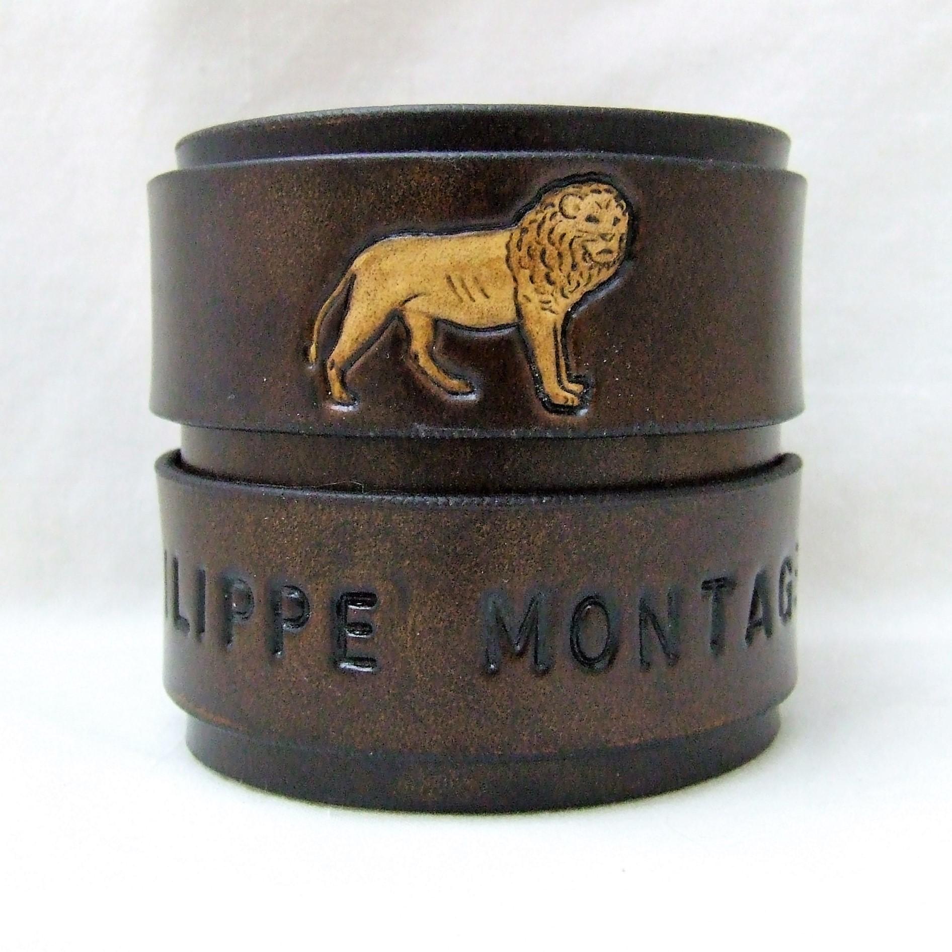 Bracelet de force en cuir 6,5 cm personnalisé inscriptions et lion martelés, made in France