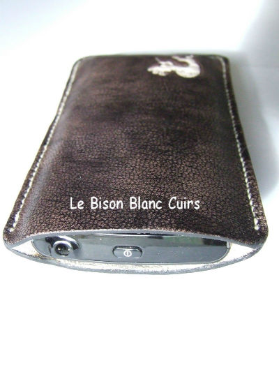 Housse pour téléphone portable GSM Xperia Ray en cuir pleine fleur de chèvre teinté à la main et personnalisé cuir veritable de chèvre dessus avec tel
