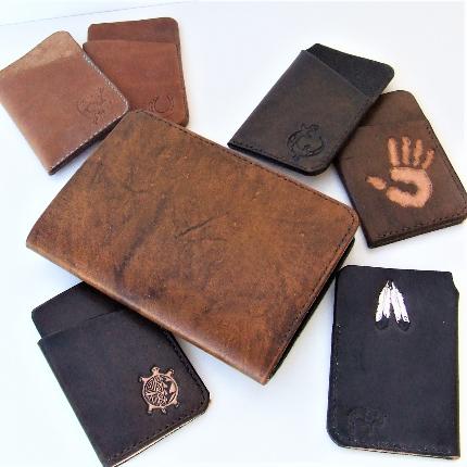 Les porte cartes, portefeuilles, et passeports
