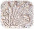 motif roseaux embossé en relief sur cuir tanné végétal naturellement avec extraits vegetaux pour personnalisation d`objets en cuir travail artisanal francais