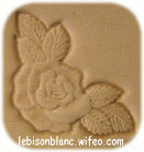 motif rose en coin frappé sur cuir pour personnalisation d`objets en cuir porte monnaie chequier carte cles