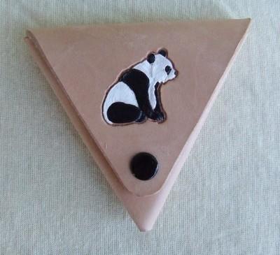 porte-monnaie panda peint à la main sur cuir naturel