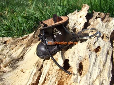 Godillot miniature en cuir en porte-clé couleur noire et personnable mini motif petite chaussure petit godillot mini accessoire de sac à main