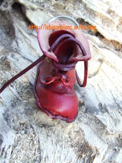 Godillot miniature en cuir en porte-clé couleur rouge et personnable mini motif petite chaussure petit godillot mini accessoire de sac à main